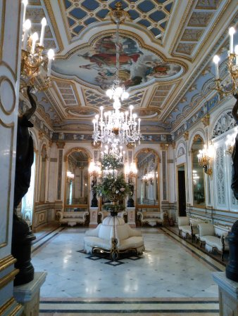 Museo Nacional de Cerámica y de las Artes Suntuarias González Martí: One of the rooms.