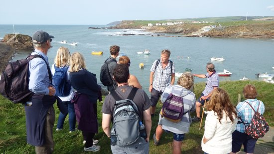 Geoclastica : Roger addresses the group whilst looking across Bude bay.