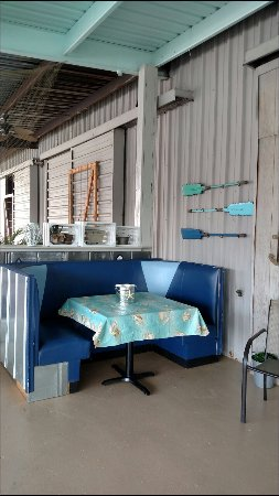 Waynesboro, Georgien: Tables and booths on patio now!