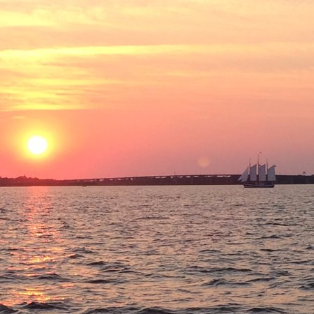 Sandlapper Water Tours, Inc: Gorgeous sunset from the boat - no filter used (or needed!)