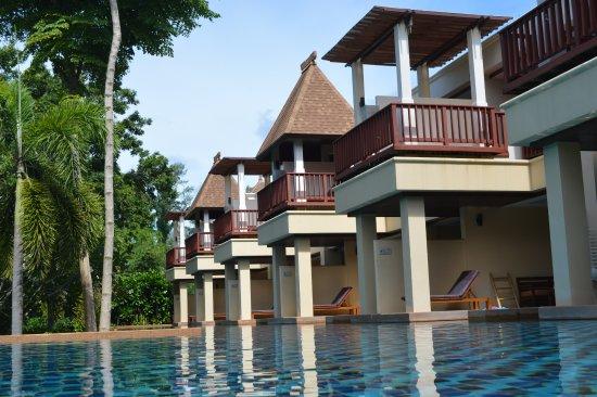 Crown Lanta Resort & Spa: Uma das duas piscinas