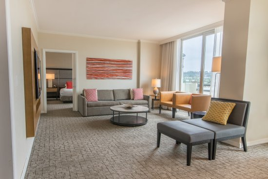 DoubleTree by Hilton Hotel San Diego - Mission Valley: Presidential Suite Living Area
