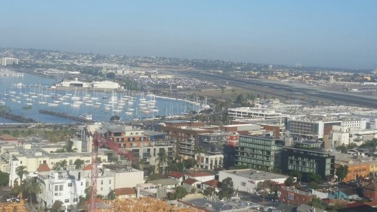 Doubletree Hotel San Diego Downtown: View of Marina and airport from balcony 22nd floor.