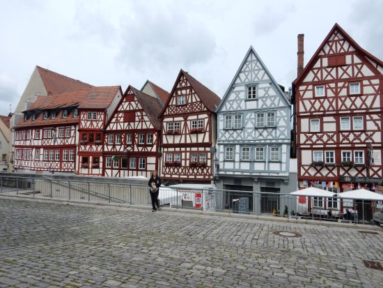 Ochsenfurt, Germany: Le case a graticcio dalla piazza di St. Andreas