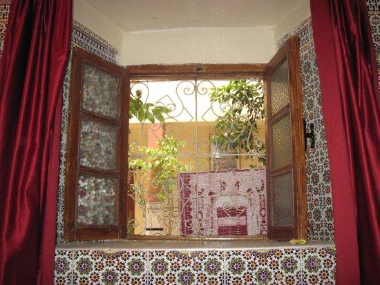 Hotel Imouzzer: Vue depuis l'interieur d'une chambre avec dsb au rez de chaussée