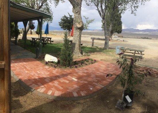 Olancha, Califórnia: Walk way to Cafe'