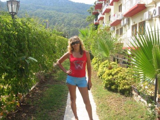 Sumela Garden Hotel: Живописная аллея!