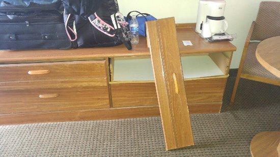 Howard Johnson Inn Cape Cod Area: Dresser drawer that fell off when we tried to open it.