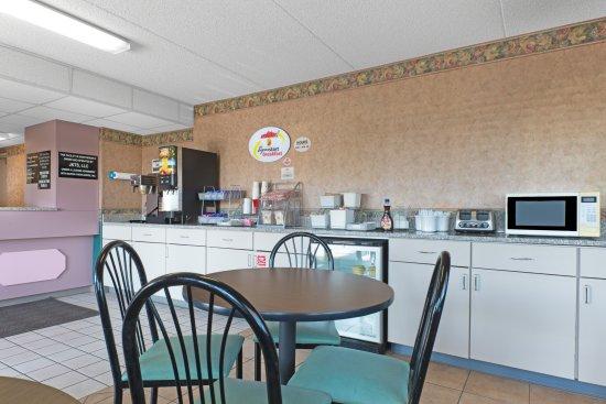 Wapakoneta, OH: Breakfast Area