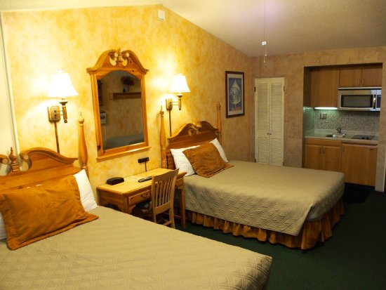 Tyrolean Lodge: Top Floor Room
