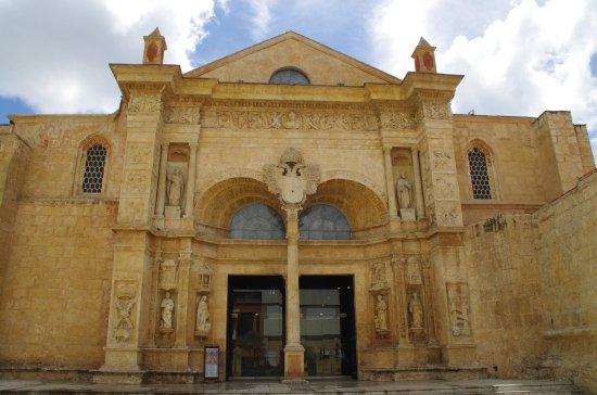 catedral primada de america puerta principal
