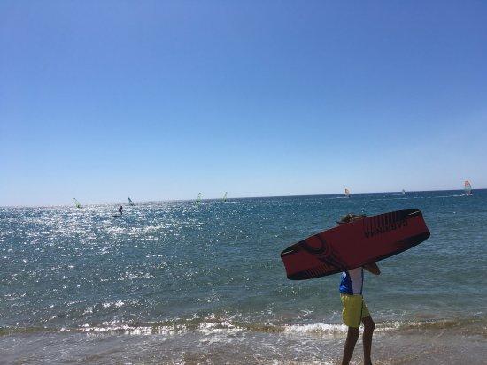 Kalavarda Beach : surfovanje i surferi