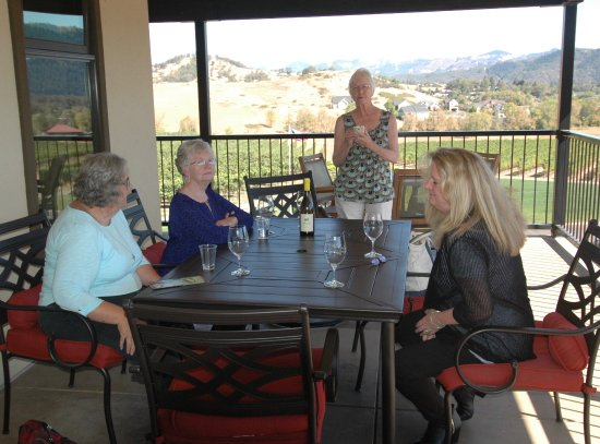 Roseburg, OR: Lunch on the balcony