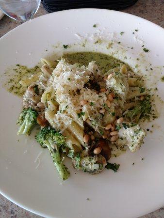 Ellensburg, WA: Chicken artichoke in pesto sauce