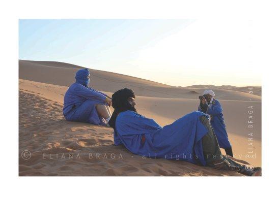 Viajeros en Marruecos : locals chating