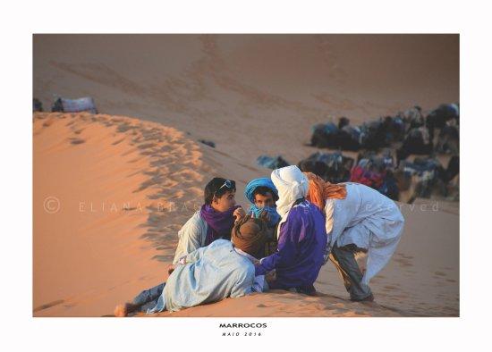 Viajeros en Marruecos : gossip at the sand dunes...ahahah