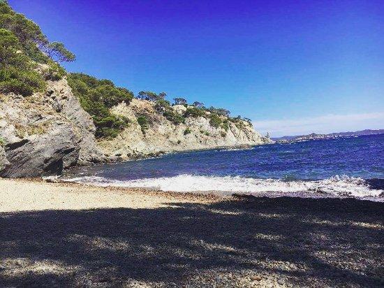 Giens, Frankrig: Petite plage dans les criques