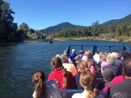Grants Pass, Oregón: Comfortable padded bench seats, lovely river views