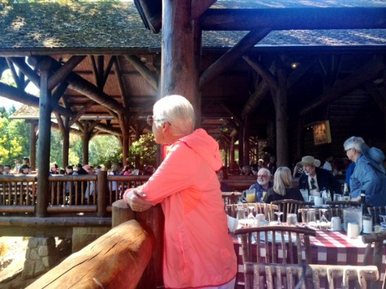 Grants Pass, OR: Lodge Offers Lovely Views of Meadow and River