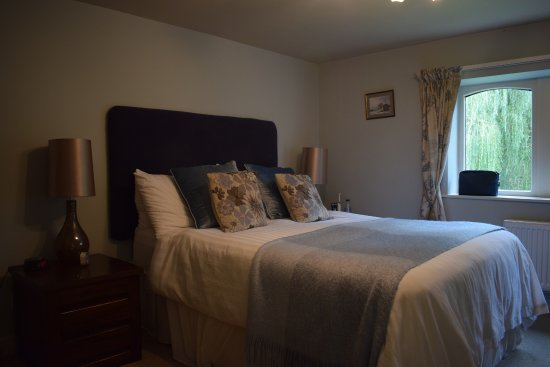 Cononley, UK: Comfortable bed.