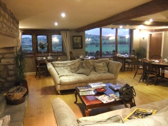 Cononley, UK: Visitors lounge in the evening+dining area.