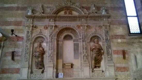 Chiesa degli Eremitani: bassorilievo