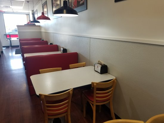 Grants Pass, OR: Diner Style Seating