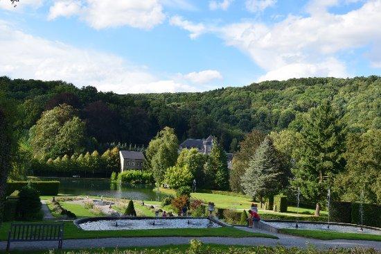 Les Jardins d'Annevoie: vue sur le jardin.