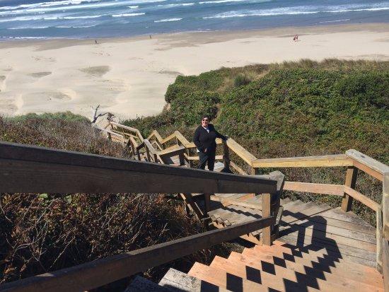 Inn at Nye Beach: View down beach access stairs.