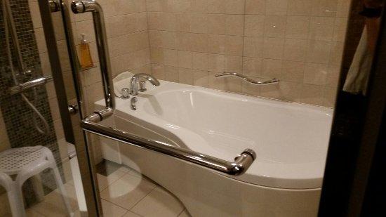 โรงแรมไบรท์ตัน เกียวโต: Kyoto Brighton Hotel Bathroom and Lobby