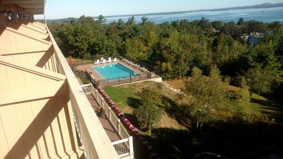 Atlantic Eyrie Lodge: pool, and no privacy from your neighbors