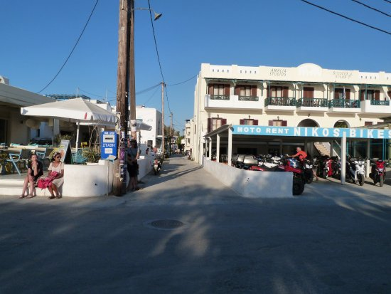 Agios Prokopios, Grecia: Standing at the beach, bus stop, and pathway directly to hotel. GREAT!