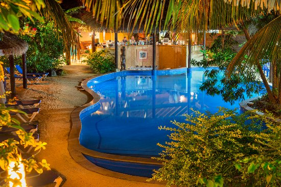 Sanctuary Rarotonga-on the beach: Swim-up Pool Bar