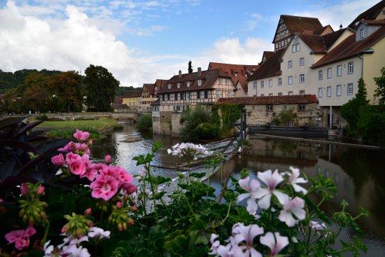 Schwäbisch Hall, Γερμανία: 橋に架かる木橋からの眺め