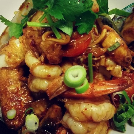 McMahons Point, Australia: Seafood stir-fried in Tom Yum Paste