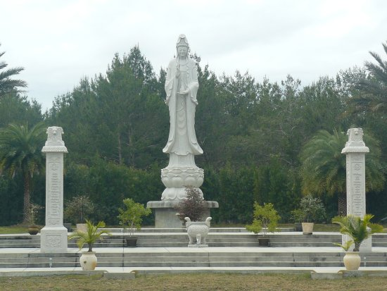 Mims, FL: Its difficult to grasp the splendor of this 35' tall statue taken from across the reflection poo