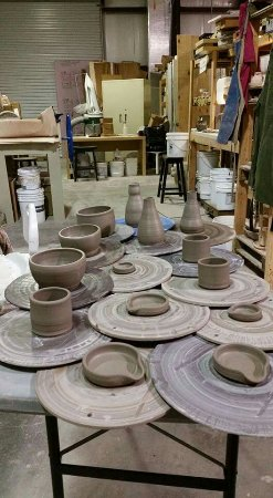 Jasper, Georgien: Freshly thrown pottery!