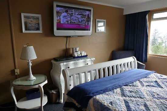 Sea Crest Motel: Seacrest Motel Room TV