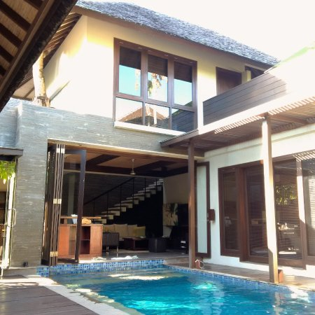 Le Jardin Villas: The Pool is right outside the living room