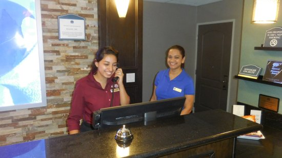 Best Western Plus Wasco Inn & Suites: Hotel Check In