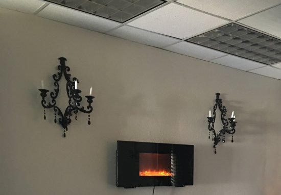 Laguna Hills, CA: Treatment Room With Fireplace