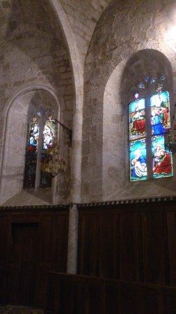 Moustiers Sainte-Marie, ฝรั่งเศส: les vitraux sont magnifique
