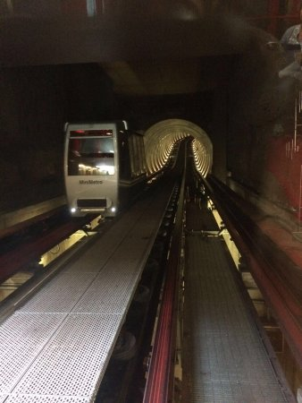 Minimetro: Gemakkelijk stadsvervoer gratis parking