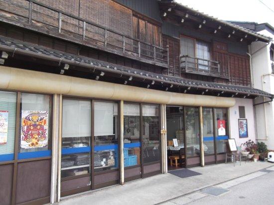 Takahama, اليابان: 趣のある外観。魚やさんですが、今はとりめしと、仕出しのみ。