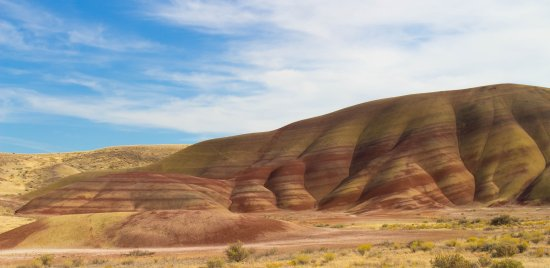John Day Fossil Beds National Monument: One of the beautiful hills in the painted hills section.