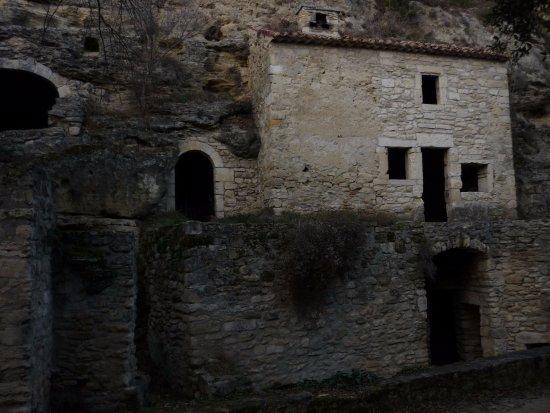 Village troglodyte de Barry : maison troglodyte restauré par des association et la ville de Bolléne.