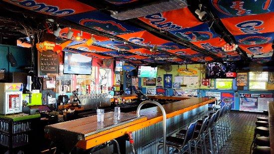 Lantana, FL: Rear bar
