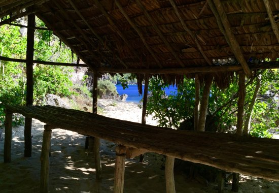 South Pacific Cruises - Coongoola Day Cruise: Lunch hut at a Moso beach