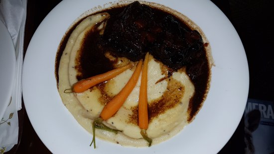 Horsham, Australien: Huge Rib Eye with a solid pool of mash and 3 carrots