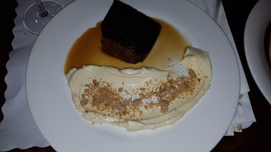 Horsham, Australien: Date Pudding(perhaps cream should be in a small bowl